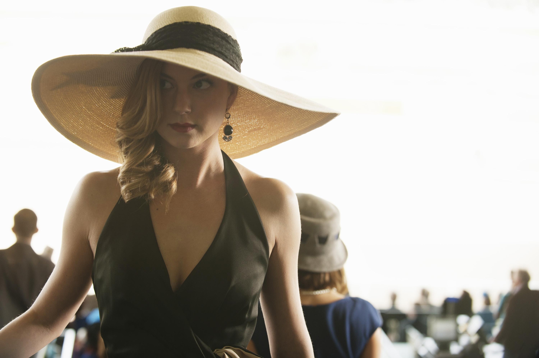 Revenge: Emily VanCamp nell'episodio Allegiance, terza stagione