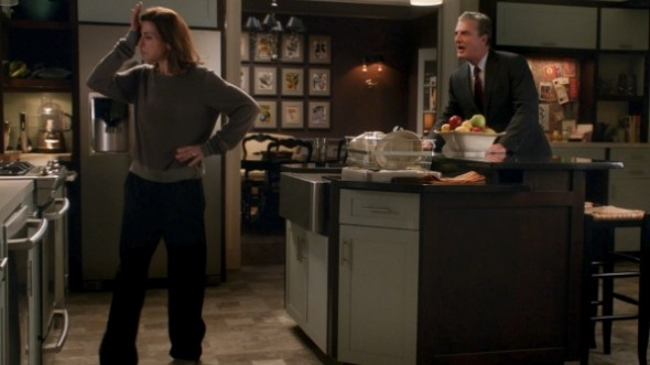 The Good Wife: Chris Noth con Julianna Margulies nell'episodio A Material World