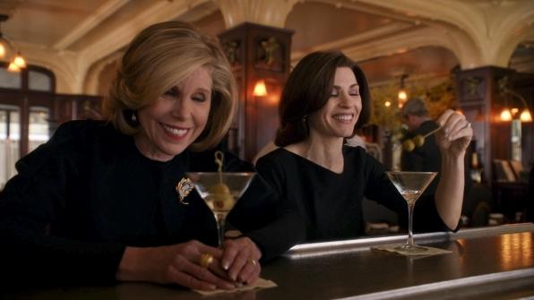 The Good Wife: Christine Baranski e Julianna Margulies nell'episodio A Material World
