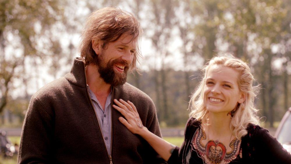 The Broken Circle Breakdown: Veerle Baetens insieme a Johan Heldenbergh in un momento del film