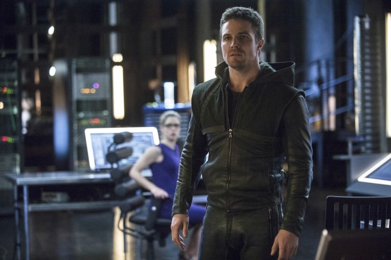 Arrow: Stephen Amell in una scena dell'episodio Seeing Red, della seconda stagione