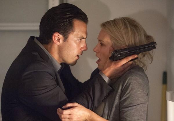 Chosen: Milo Ventimiglia e Nicky Whelan in una scena della prima stagione