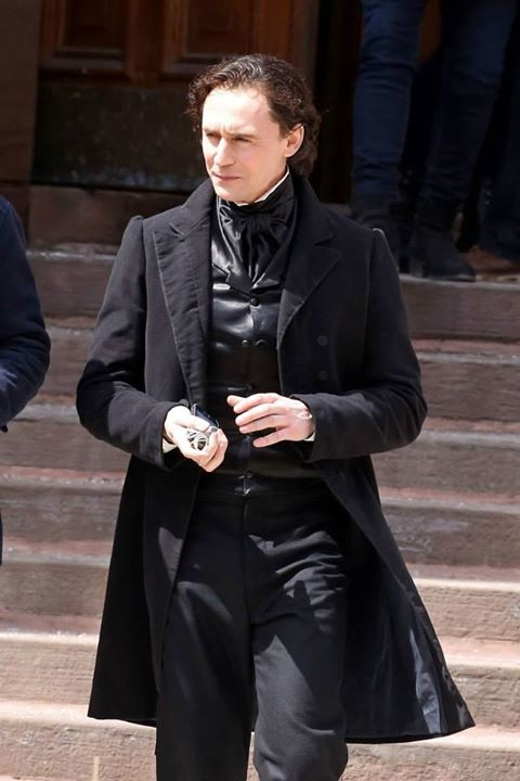 Crimson Peak: Tom Hiddleston con gli abiti di scena
