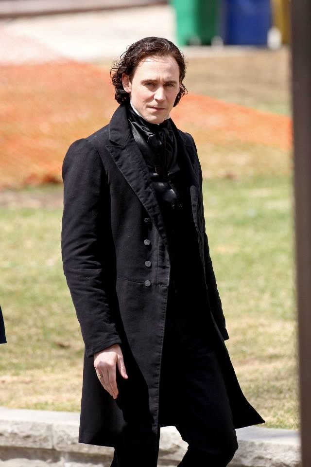 Crimson Peak: Tom Hiddleston sul set della ghost house story