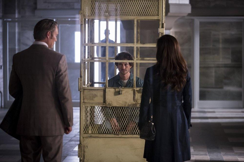 Hannibal: Huhg Dancy, Laurence Fishburne durante una scena dell'episodio Sakizuki, della seconda stagione