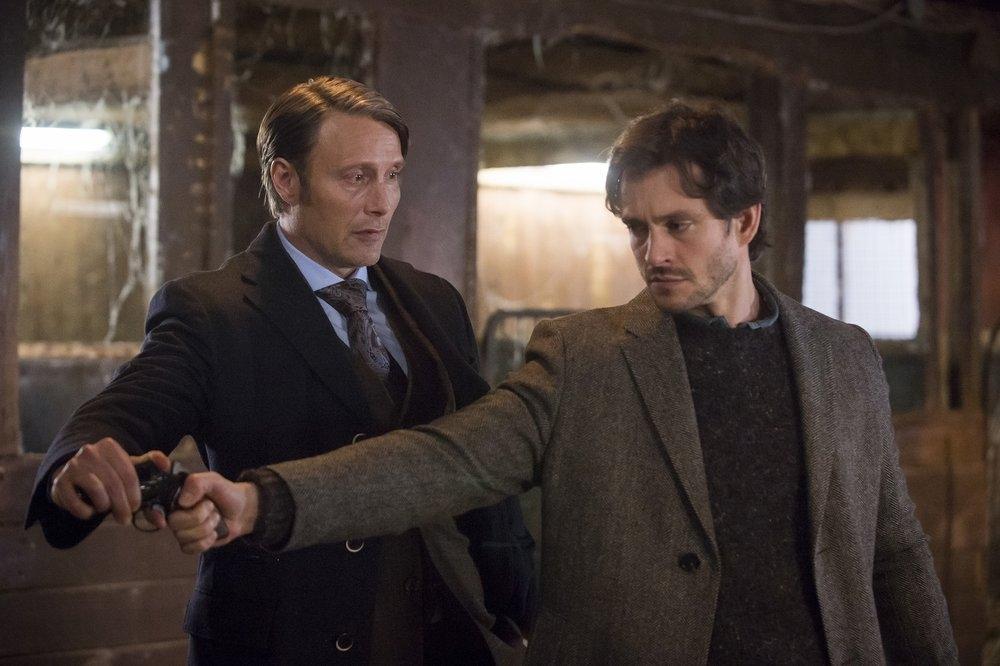 Hannibal: Mads Mikkelsen e Hugh Dancy durante una scena dell'episodio Su-zakana