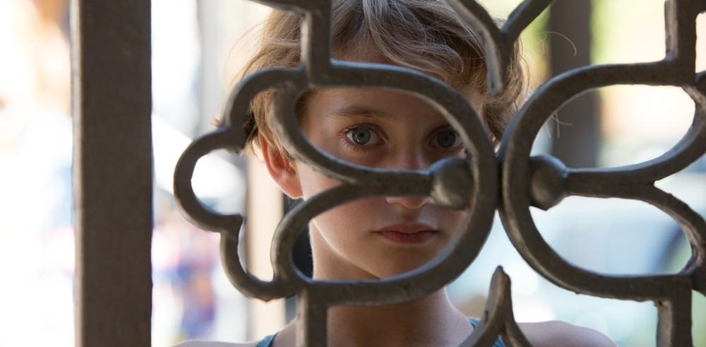 Incompresa: una scena del film che mostra Giulia Salerno dietro una grata