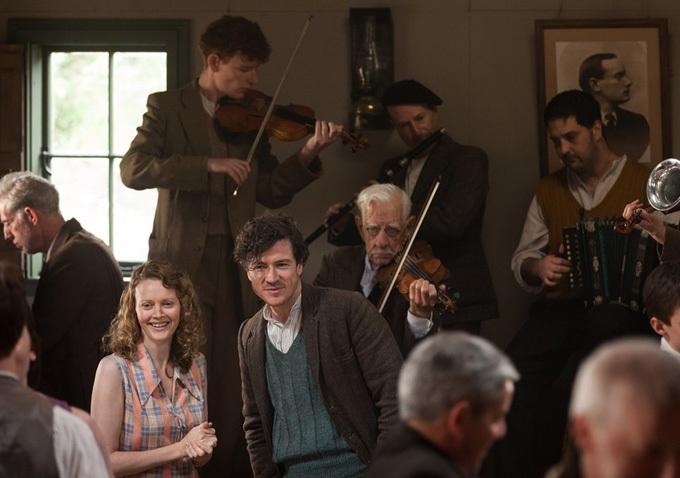 Jimmy's Hall: Barry Ward in una scena insieme a Simone Kirby
