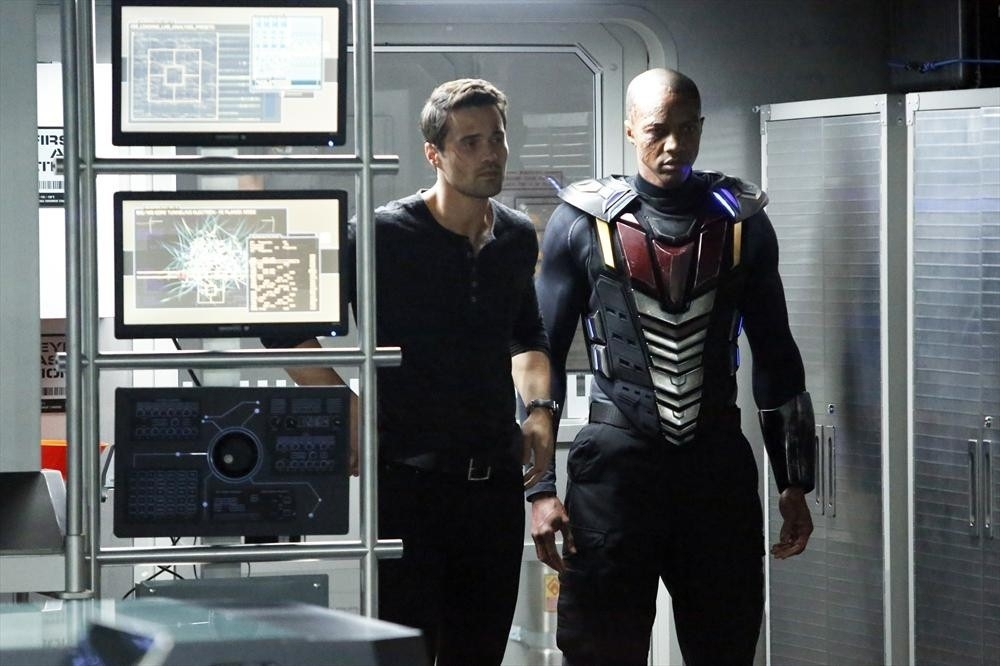 Agents of S.H.I.E.L.D.: Brett Dalton con J. August Richards nell'episodio Nothing Personal, prima stagione