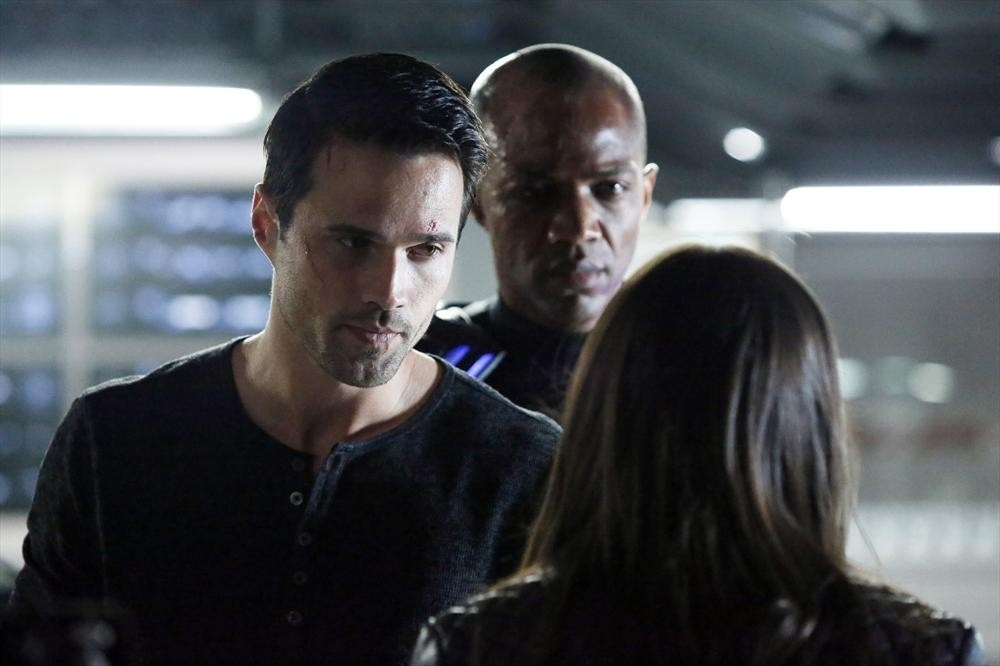 Agents of S.H.I.E.L.D.: Brett Dalton e J. August Richards nell'episodio Nothing Personal, prima stagione