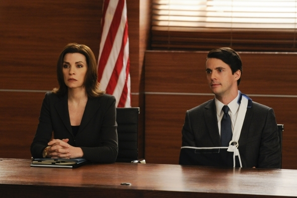 The Good Wife: Julianna Margulies insieme a Matthew Goode in una scena dell'episodio All Tapped Out