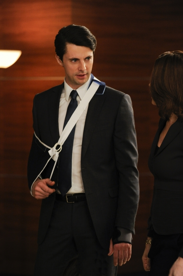 The Good Wife: Matthew Goode in una scena dell'episodio All Tapped Out