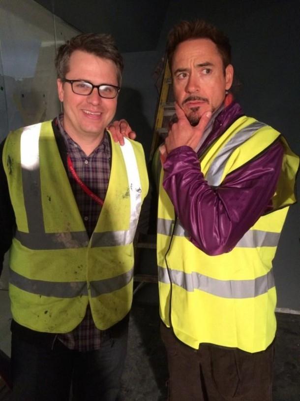 Avengers: Age of Ultron - Robert Downey Jr. sul set insieme al produttore esecutivo Jeremy Latcham