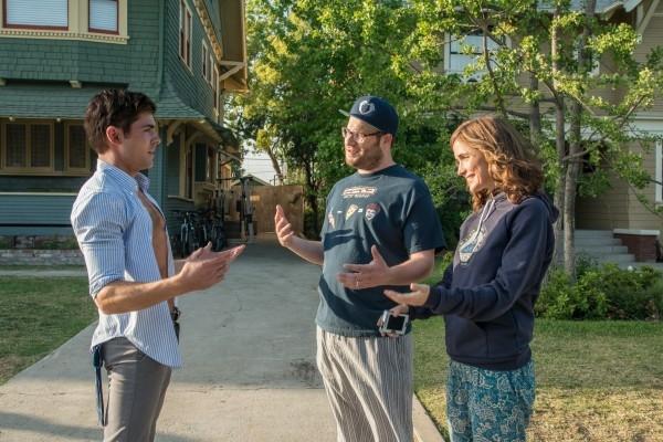 Neighbors: Seth Rogen e Rose Byrne a confronto con Zac Efron