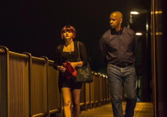 The Equalizer - Il vendicatore: Denzel Washington passeggia insieme a Chloe Moretz