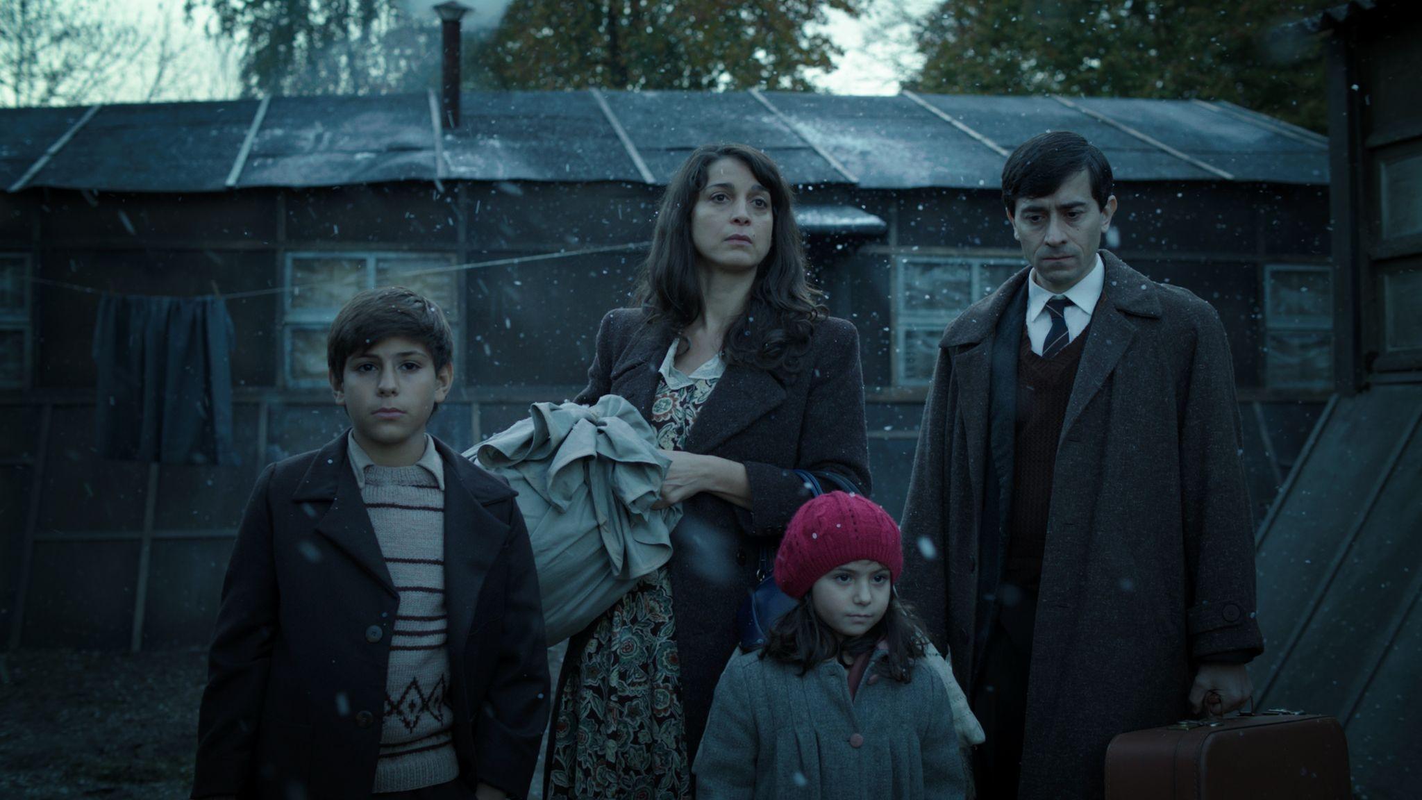 Marina: Luigi Lo Cascio e Donatella Finocchiaro in una scena del film con Christian Campagna