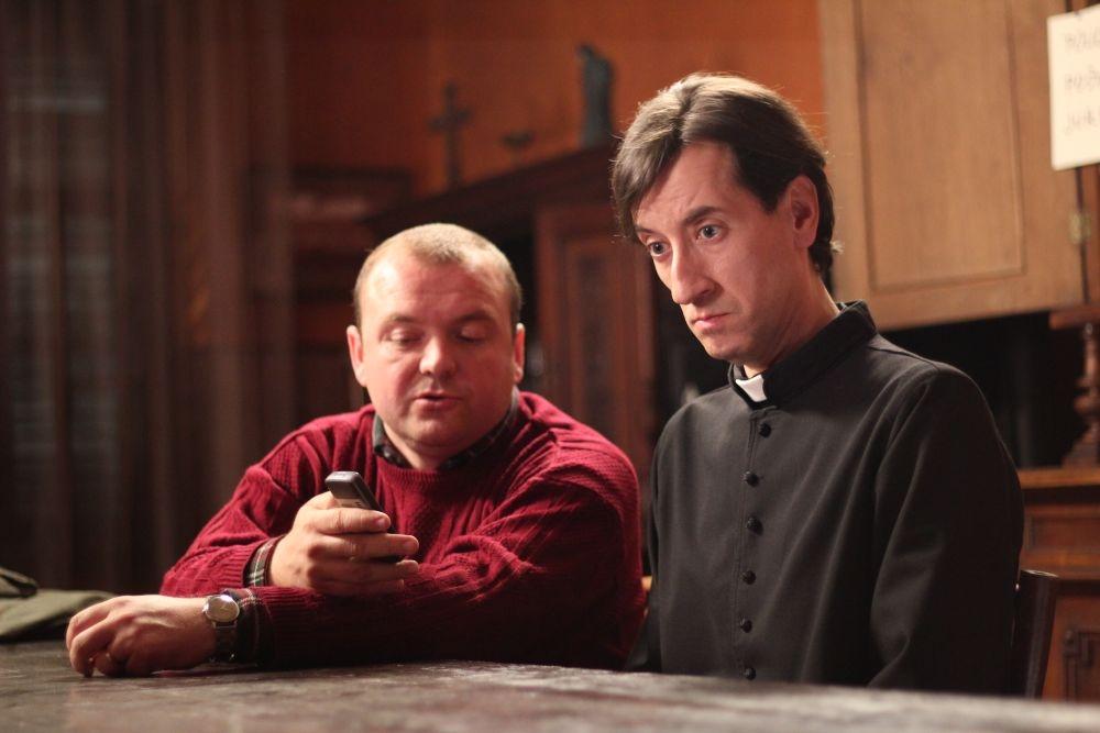 Padre vostro: Kresimir Mikic con Niksa Butijer in una scena