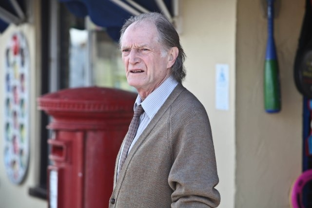 Broadchurch: David Bradley in una scena