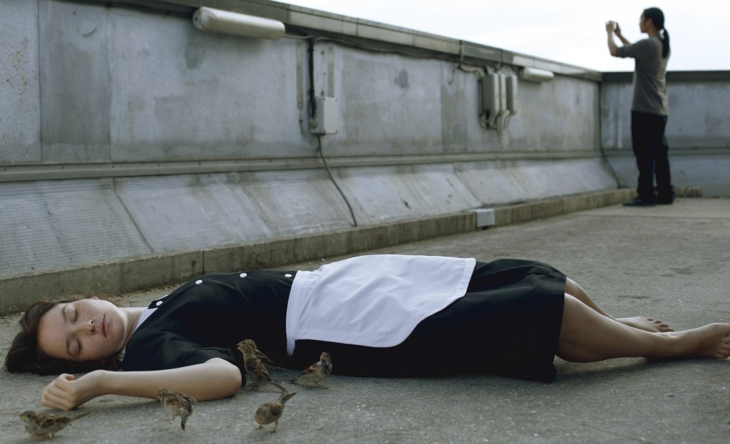 Bird People: Anaïs Demoustier in una scena tratta dal film