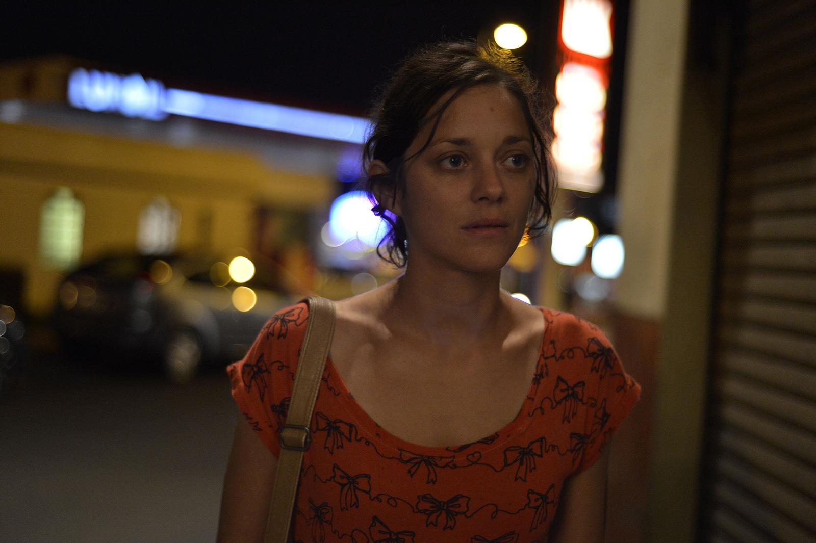 Due giorni, una notte: Marion Cotillard in un primo piano tratto dal film