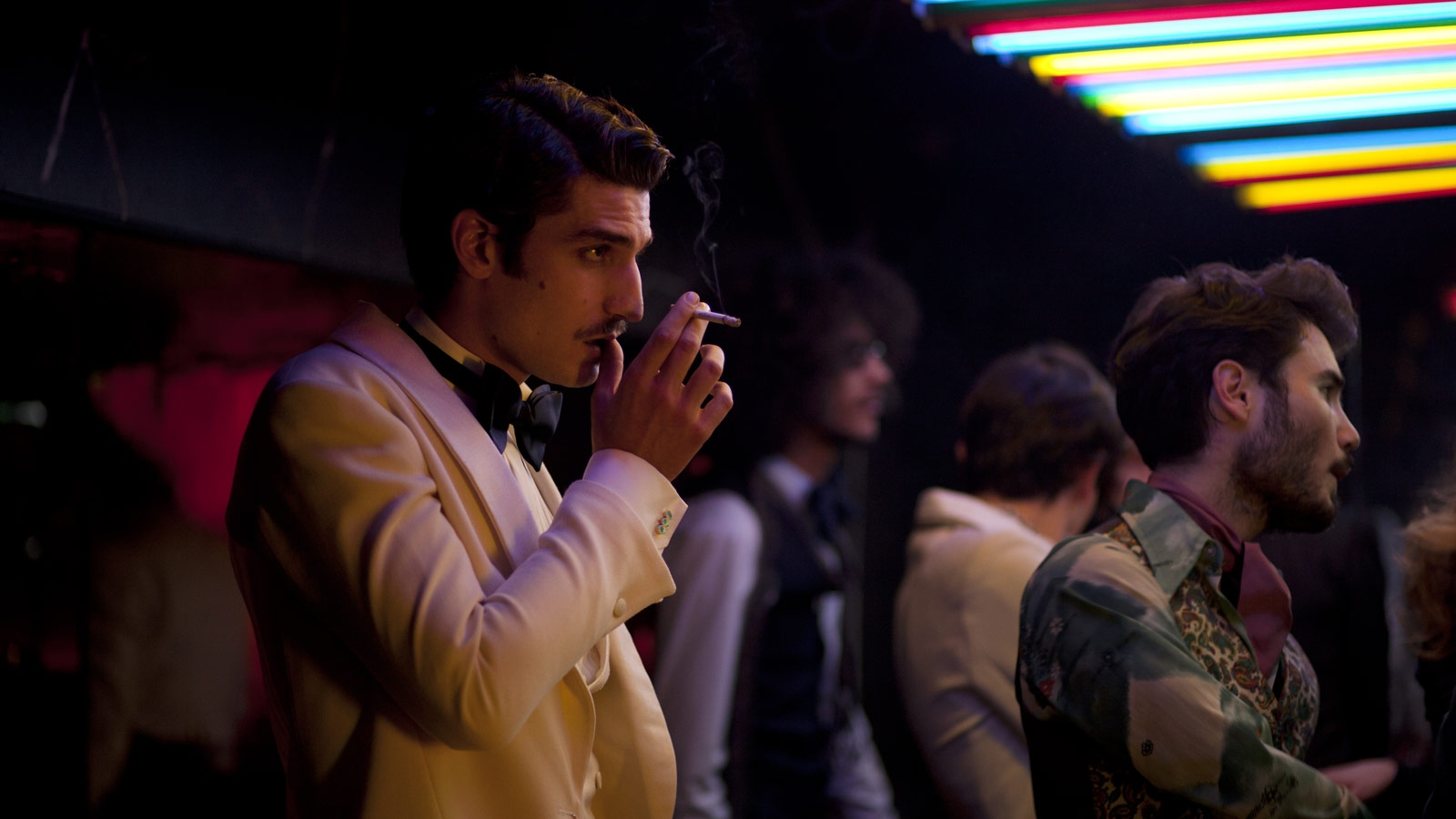 Saint Laurent: Louis Garrel in una scena