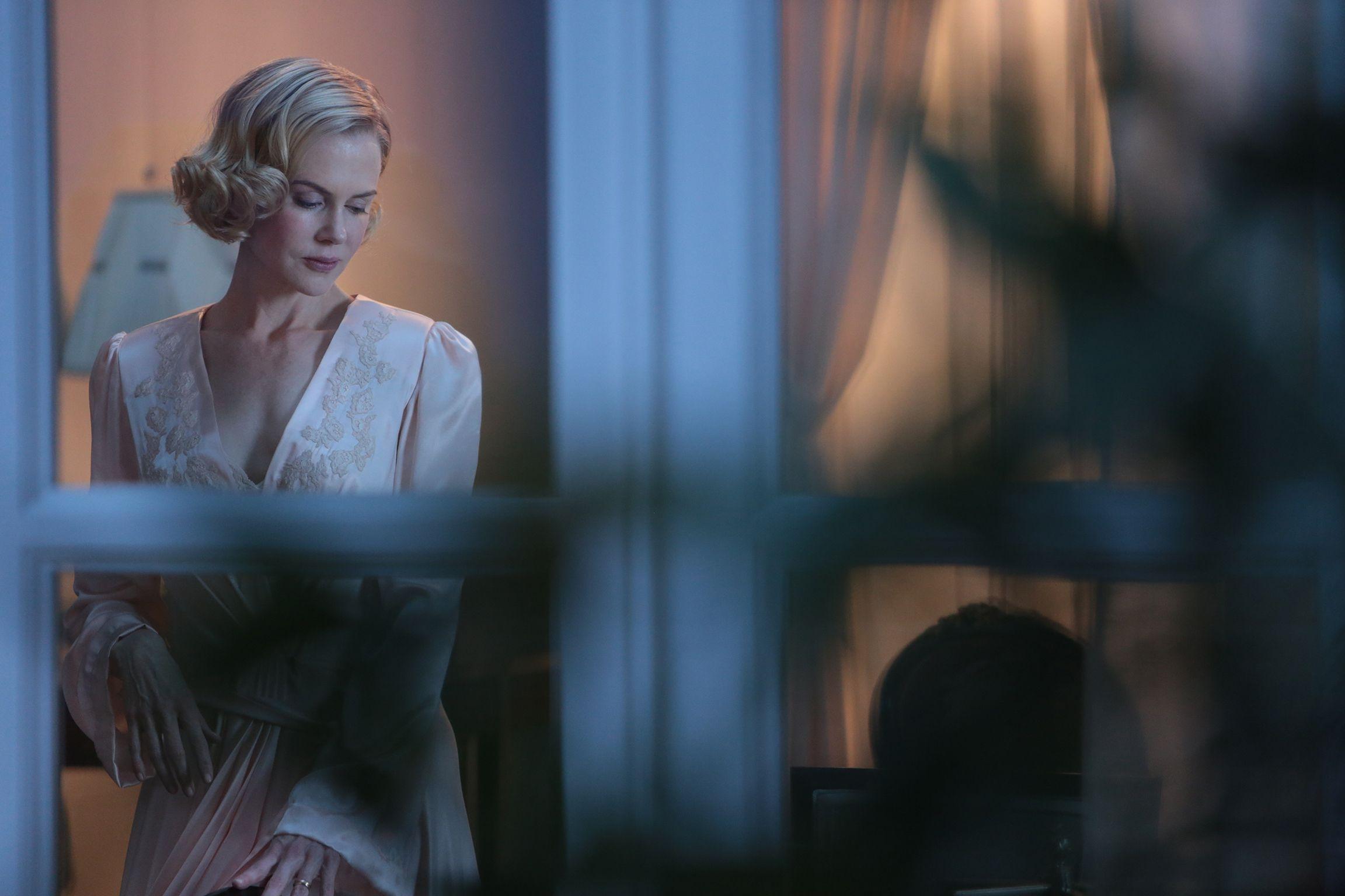 Grace di Monaco: Nicole Kidman in una sensuale immagine del film nei panni della principessa Grace