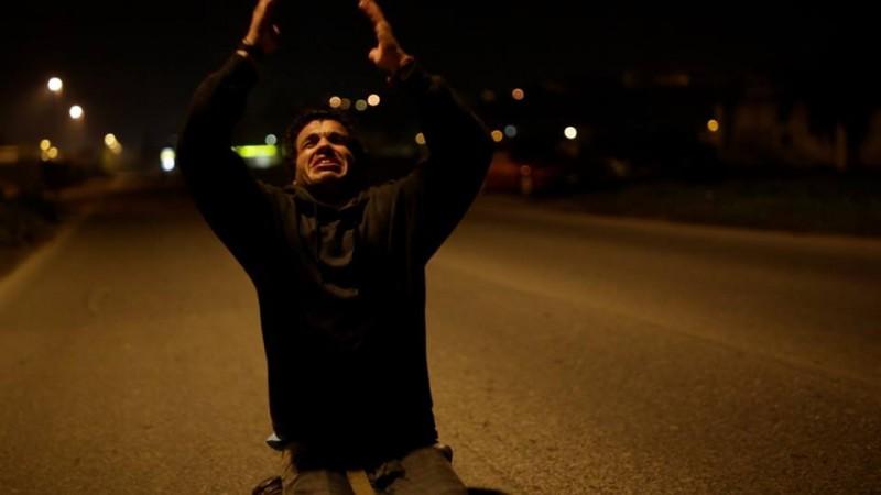 Mohamed Zouaoui in una sequenza di Carta Bianca