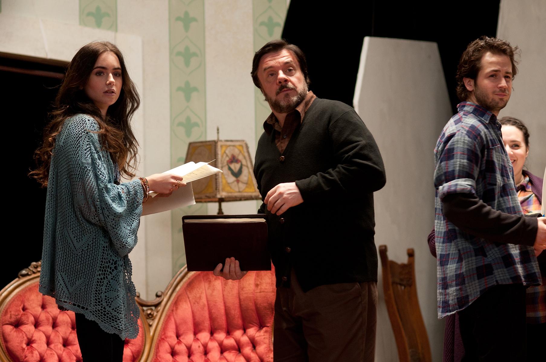 The English Teacher: Lily Collins, Nathan Lane e Michael Angarano in una scena del film