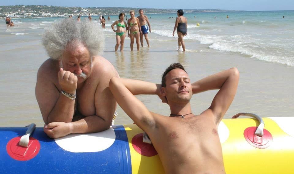Vacanz...ieri oggi e domani: Lucio Ciotola e Fabio Massa in una scena