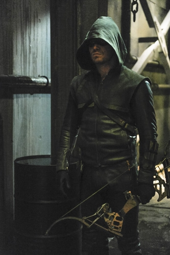 Arrow: Stephen Amell in una scena dell'episodio City of Blood, seconda stagione