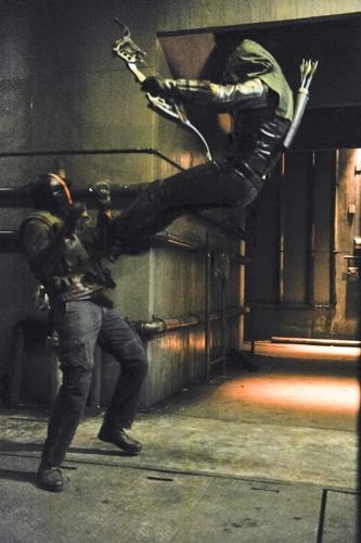 Arrow: una scena d'azione dell'episodio City of Blood della seconda stagione