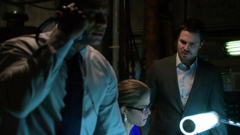 Arrow: Emily Bett Rickards, David Ramsey e Stephen Amell nell'episodio L'ultima vittima, prima stagione
