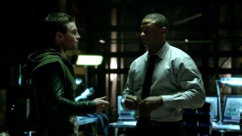 Arrow: Stephen Amell e David Ramsey nell'episodio L'ultima vittima, prima stagione