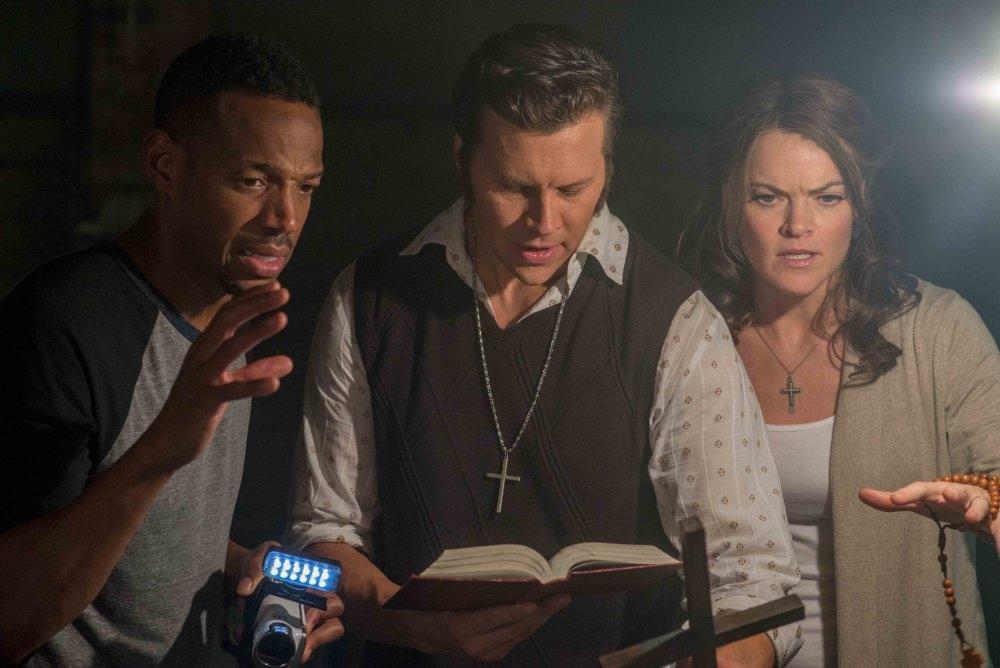 Ghost Movie 2 - Questa volta è guerra: Marlon Wayans con Missi Pyle e Hayes MacArthur in una scena del film