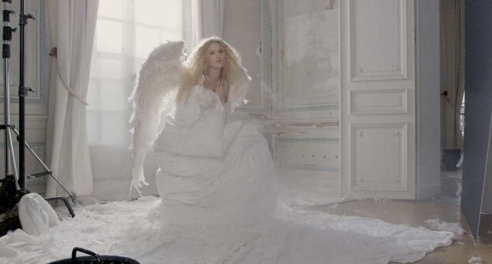 Mademoiselle C: la modella Lara Stone in una scena del film