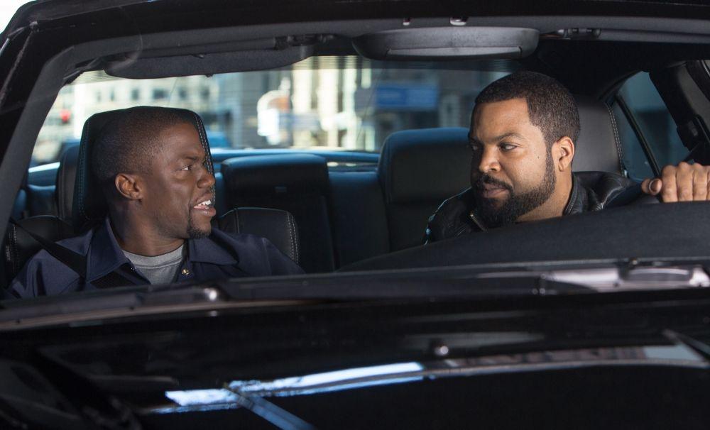 Poliziotto in prova: Kevin Hart e Ice Cube in una scena della commedia poliziesca