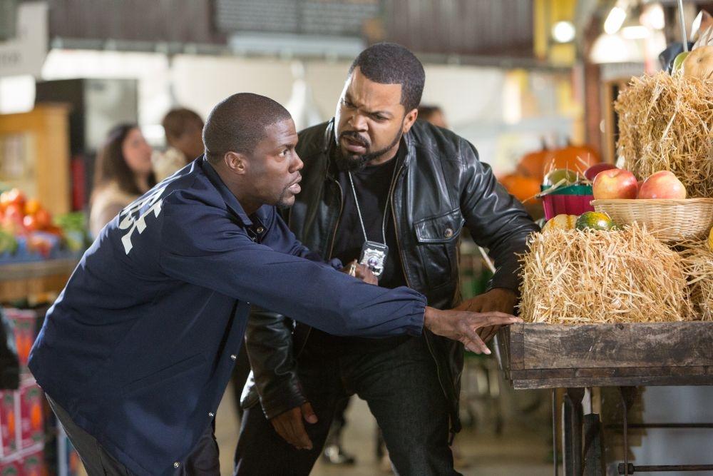 Poliziotto in prova: Kevin Hart e Ice Cube, protagonisti della commedia poliziesca, in una scena