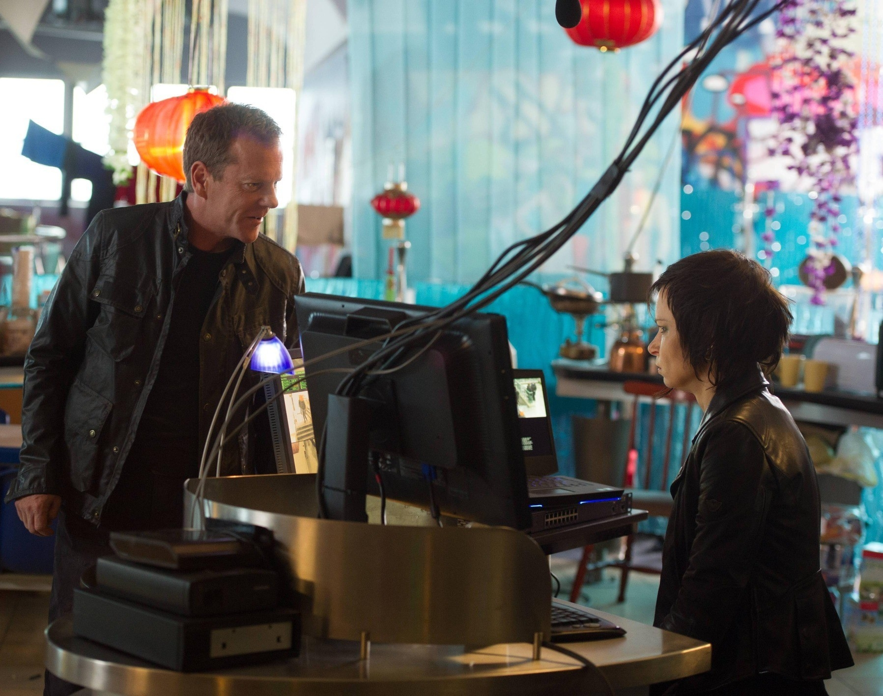 24: Live Another Day, Kiefer Sutherland con Mary Lynn Rajskub in un'immagine