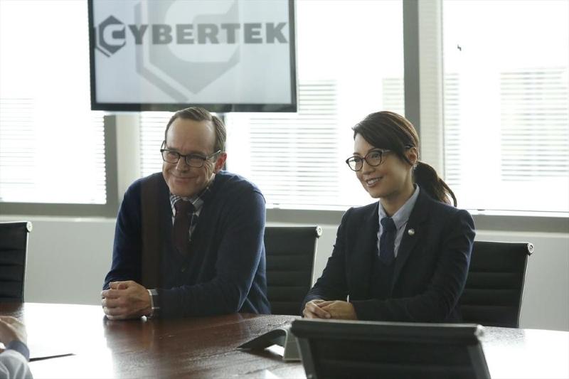 Agents of S.H.I.E.L.D.: Ming-Na Wen con Clark Gregg  in una scena dell'episodio Ragtag