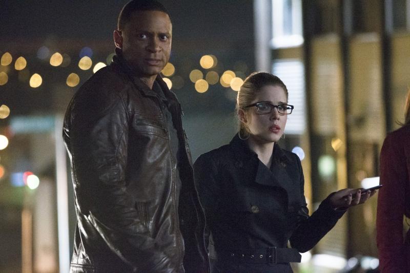 Arrow: Emily Bett Rickards e David Ramsey nell'episodio Streets of Fire