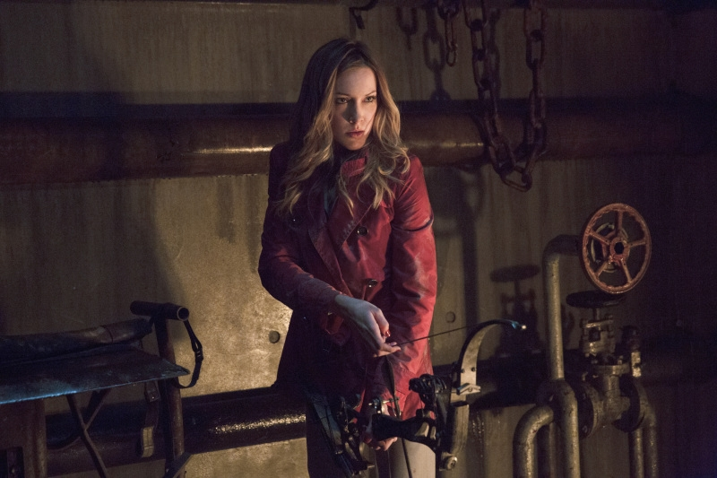 Arrow: Katie Cassidy nell'episodio Streets of Fire, seconda stagione