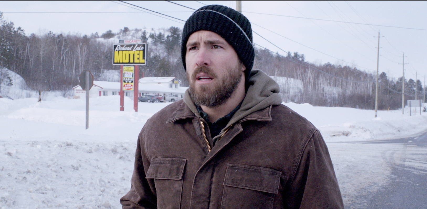 Captives: Ryan Reynolds in una scena