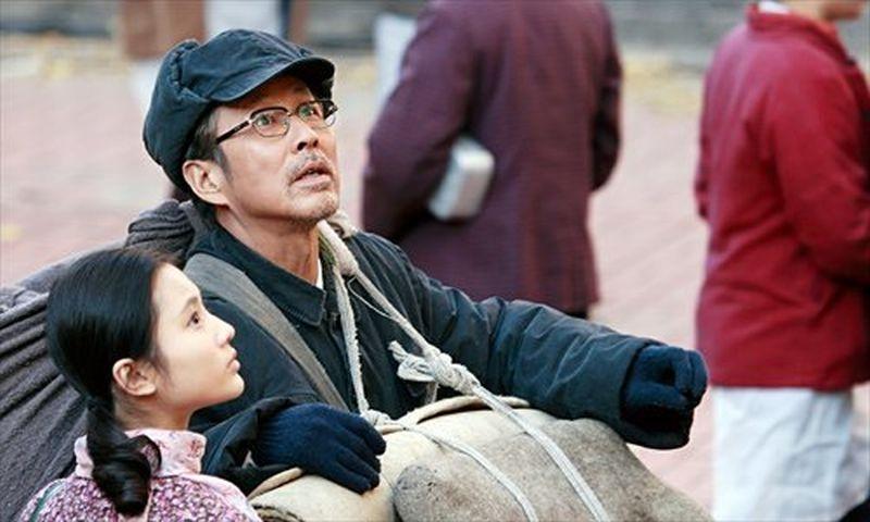 Coming home: Chen Daoming insieme a Zhang Huiwen in una scena