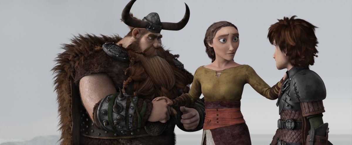 Dragon Trainer 2: Hiccup con i suoi genitori in una scena del film