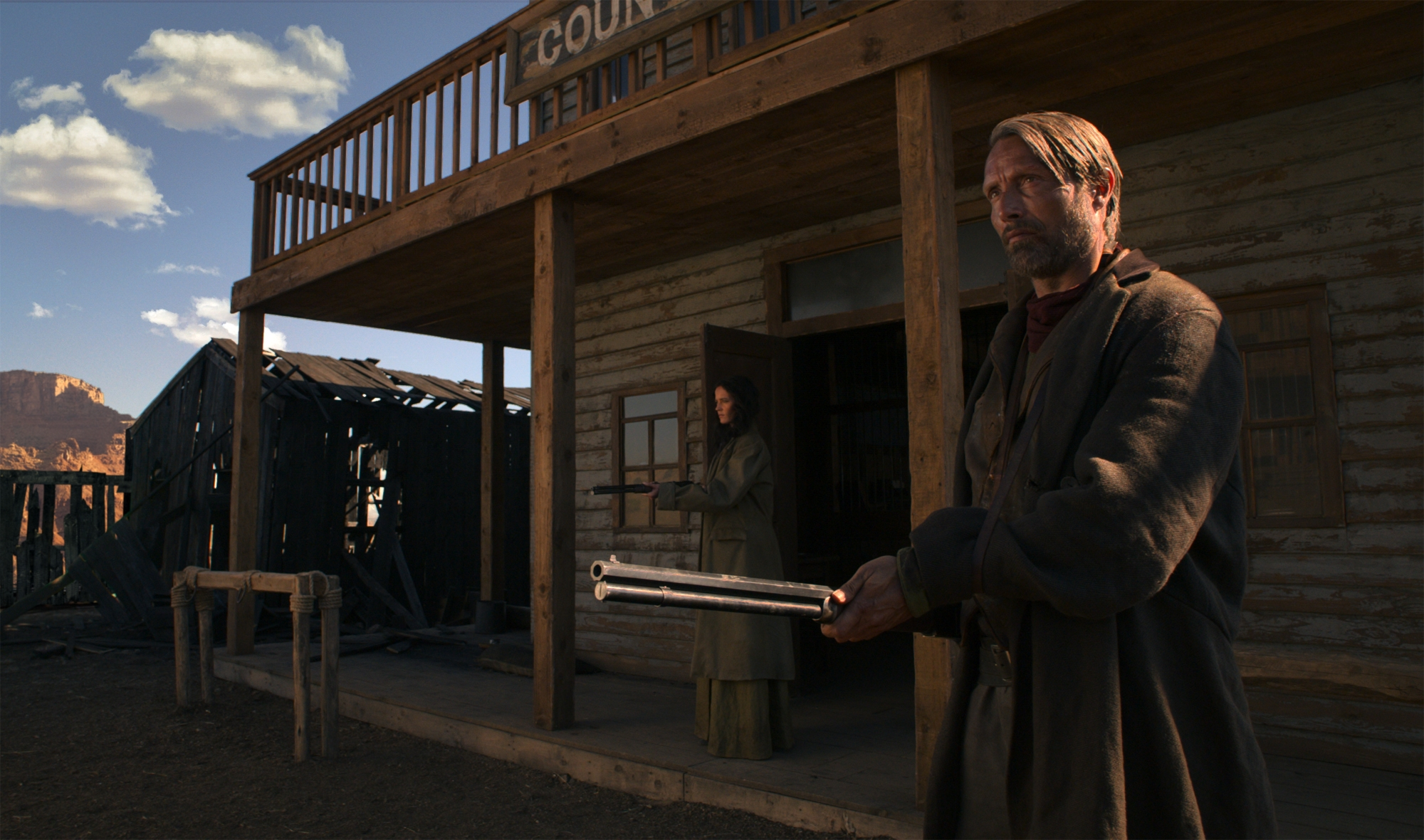 The Salvation: Mads Mikkelsen in un momento del film