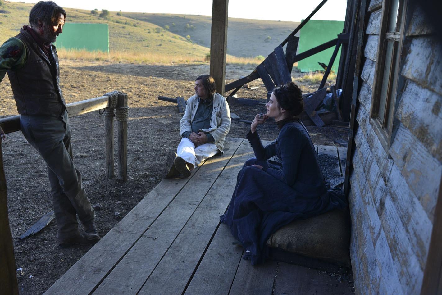 The Salvation: Mads Mikkelsen sul set con Eva Green e con il regista Kristian Levring