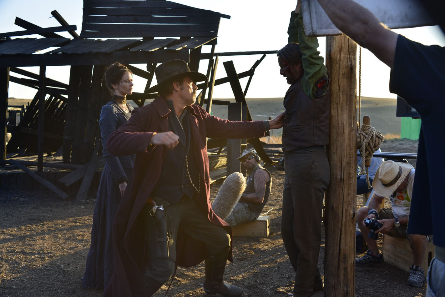 The Salvation: Mads Mikkelsen sul set con Eva Green e Jeffrey Dean Morgan