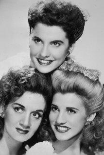Una foto di The Andrews Sisters