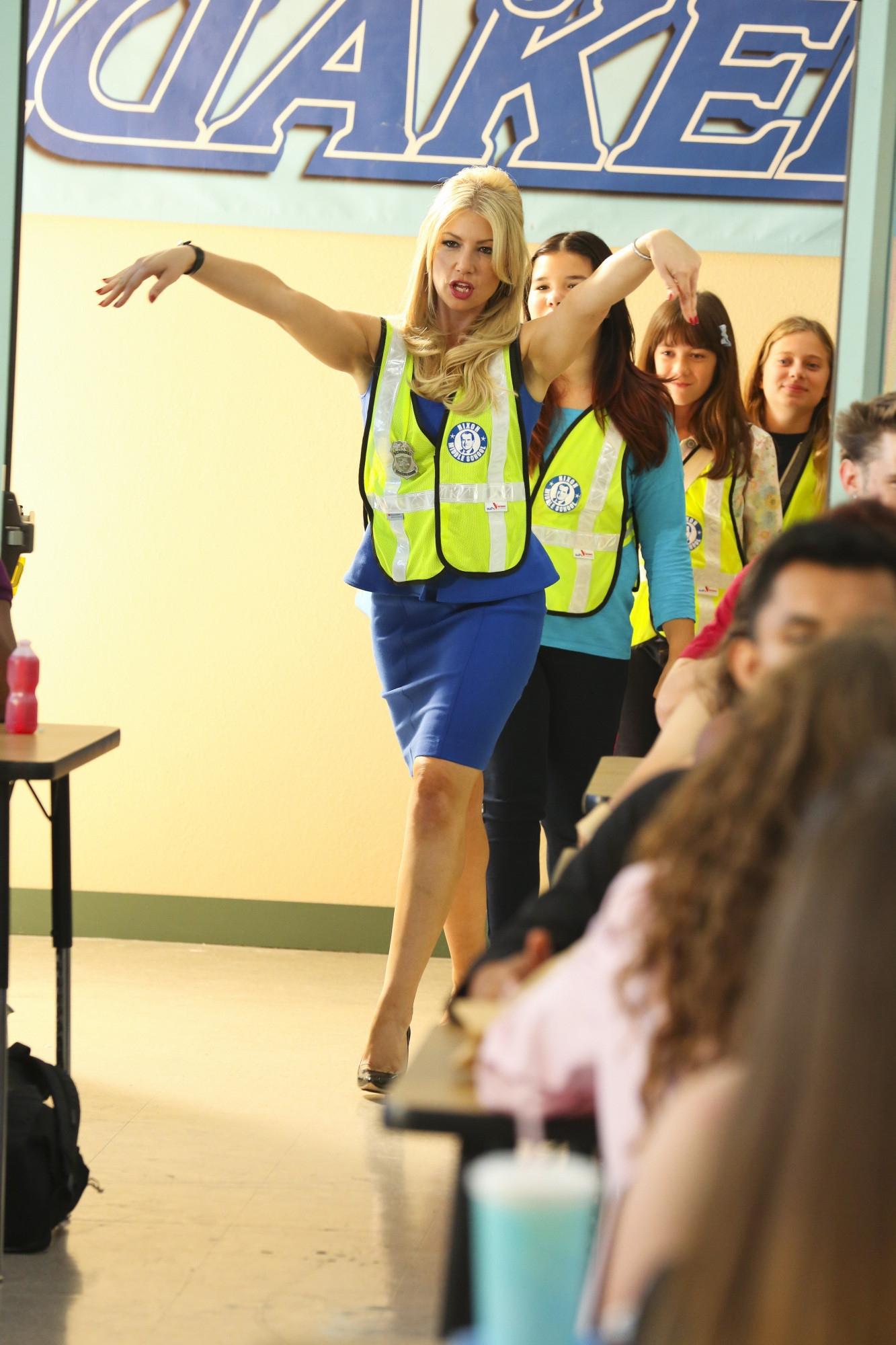 Bad Teacher: Ari Graynor, Madison De La Garza, Sara Rodier Gracie Kaufman in una scena del pilot