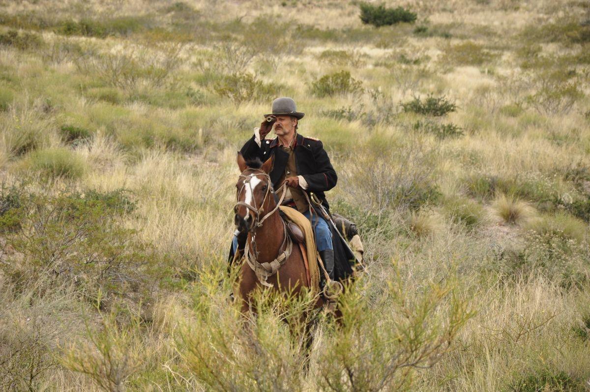 Jauja: Viggo Mortensen a cavallo in una scena